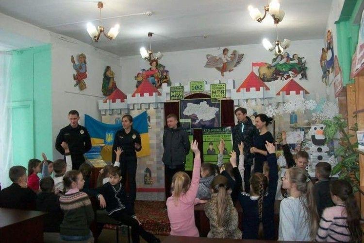 Діти допомогли патрульним злапати злодія у бібліотеці