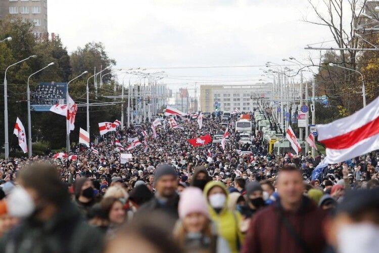 В Білорусі – протестний марш. Силовики почали затримання