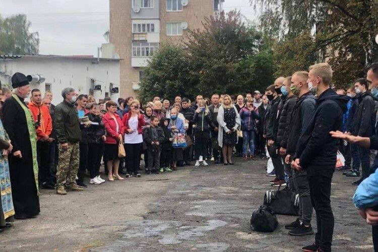 У Ковелі священники благословили юнаків на захист України (Фото)