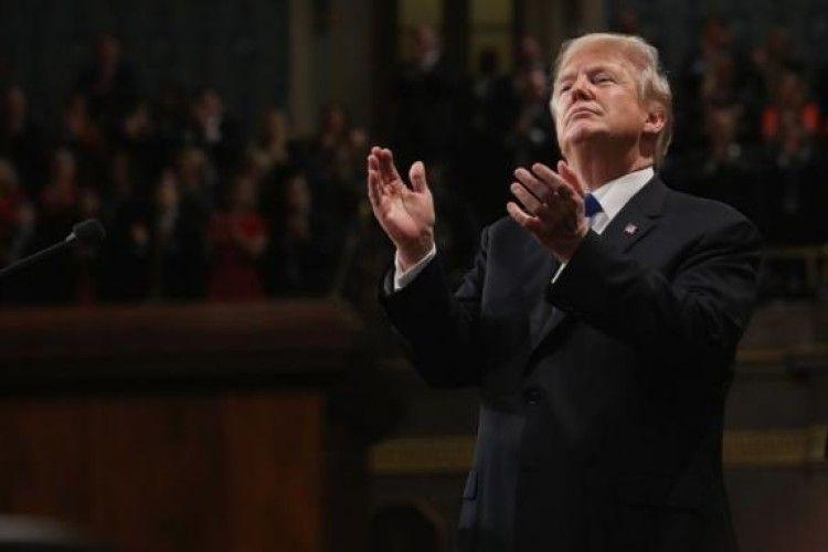 Трамп шість хвилин аплодував після власного виступу (Відео)