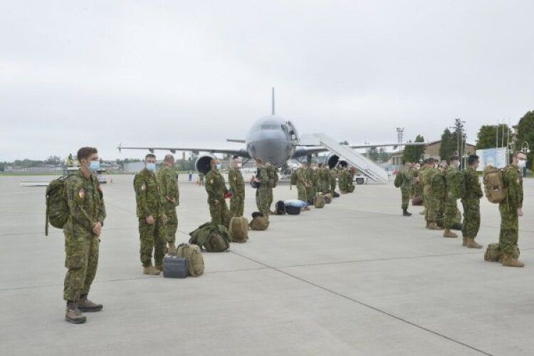 До України прибули 150 військових інструкторів з Канади (Фото)