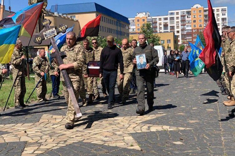 На Рівненщині сьогодні поховали загиблого ще в лютому на сході військового (Фото)