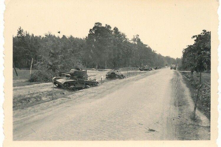Гітлерівці втратили зо три танки, а червоні – до 70
