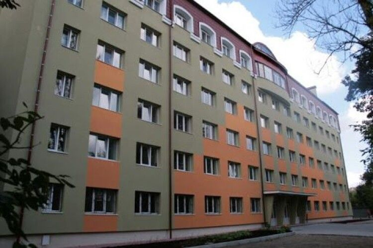 У Львові з шостого поверху гуртожитку випав 21-річний студент