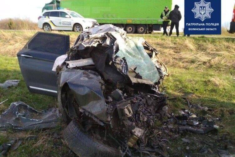 На Волині в ДТП загинули водій та двоє його дітей: поліція встановлює деталі (Фото)