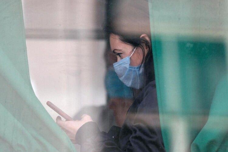 Коронавірус мутуватиме, з ним доведеться жити завжди: експерт дала прогноз щодо COVID-19
