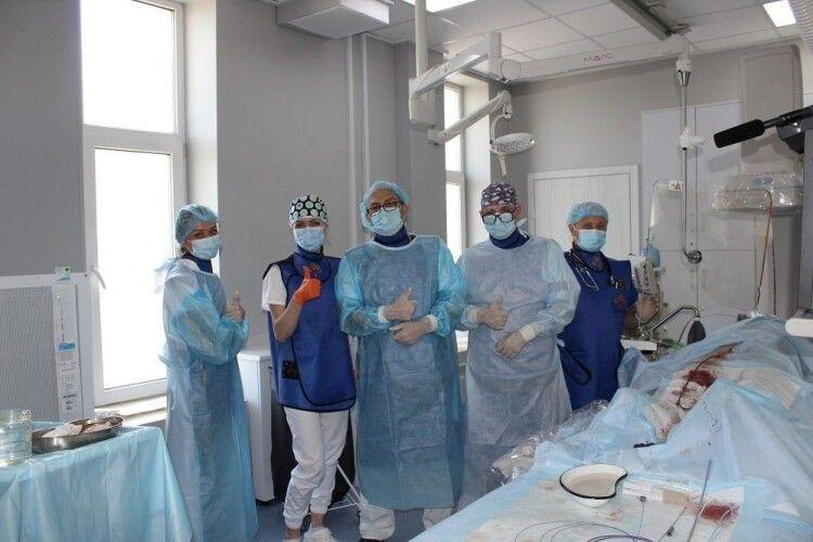 Ковельські медики врятували спортсмена: вперше на Волині знову провели дві унікальні операції на серці (Фото 18+)