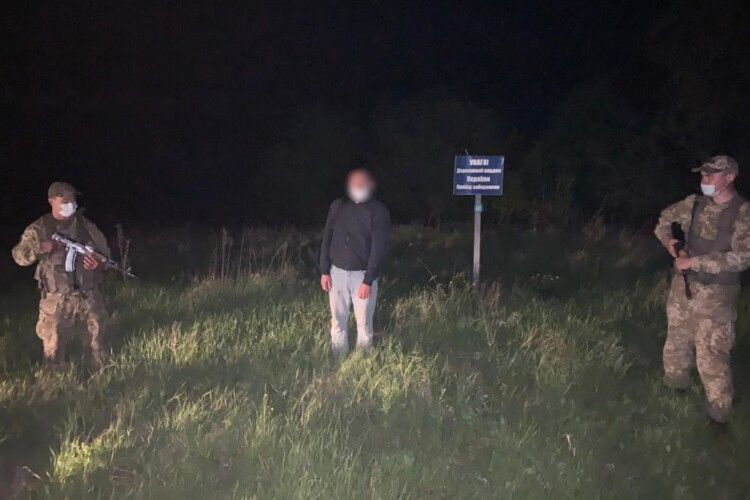 Зізнався, що паспорт з двоголовим орлом закопав у лісі: росіянин назвався прикордонникам українцем