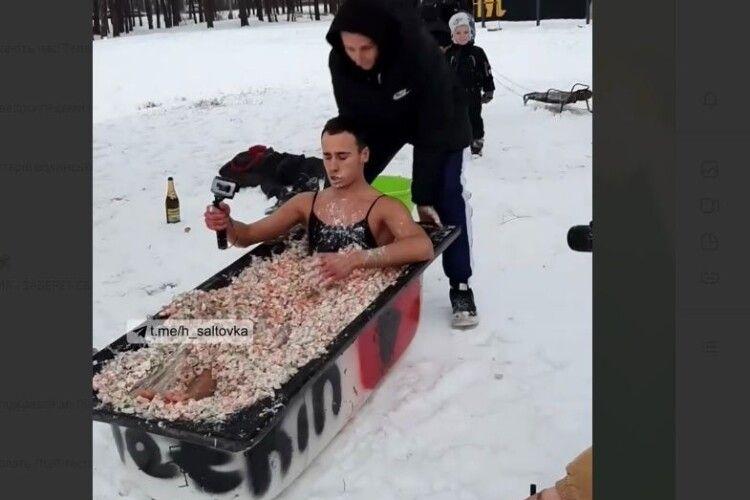 Українець з'їхав з гірки... у ванній з олів'є