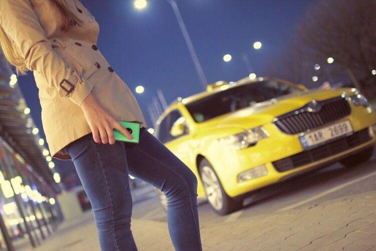 Переплутала автівку з таксі: двоє чоловіків зґвалтували 19-річну (Фото)