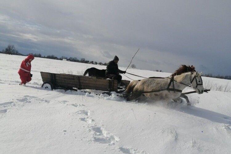 14-літню жительку Житомирщини доправляли до лікарні кіньми та пожежною автоцистерною (Фото)