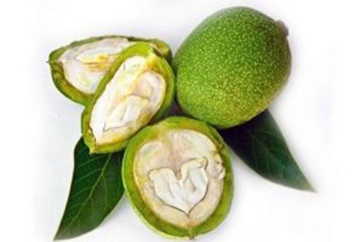 Не забудьте приготувати настоянку  із зелених горіхів