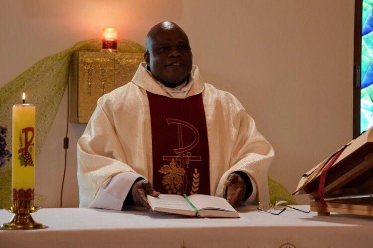 В Білорусі настоятелем парафії став африканець, висвячений в Україні