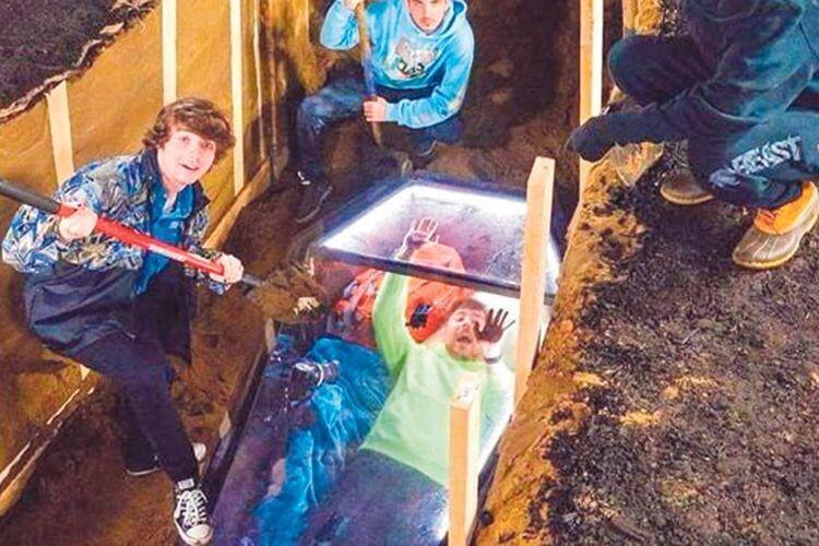 Чоловік дві доби пролежав закопаний у труні