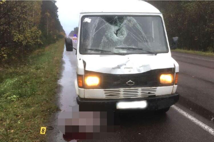 Поліцейські не знають, хто сьогодні загинув під колесами буса на Рівненщині