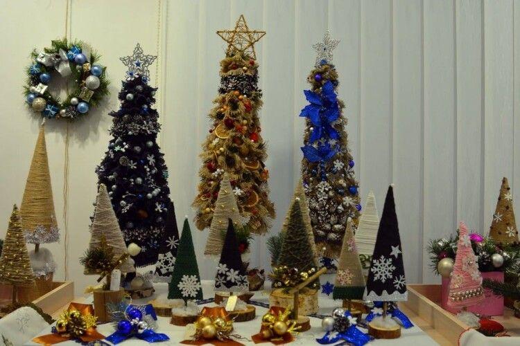 У музеї волинської ікони відкрилася виставка-ярмарок новорічно-різдвяної символіки (Фото)
