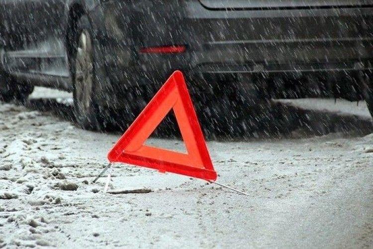 У ДТП постраждали водій та пасажирка