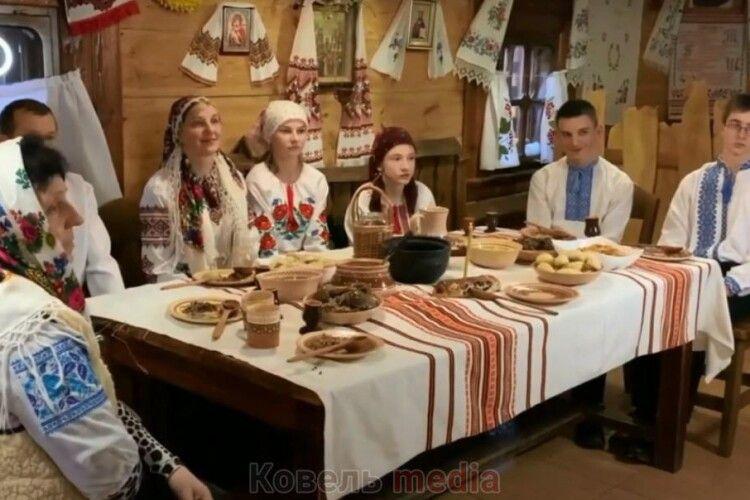 Ковельчанам презентують виставу «Три празники в гості»