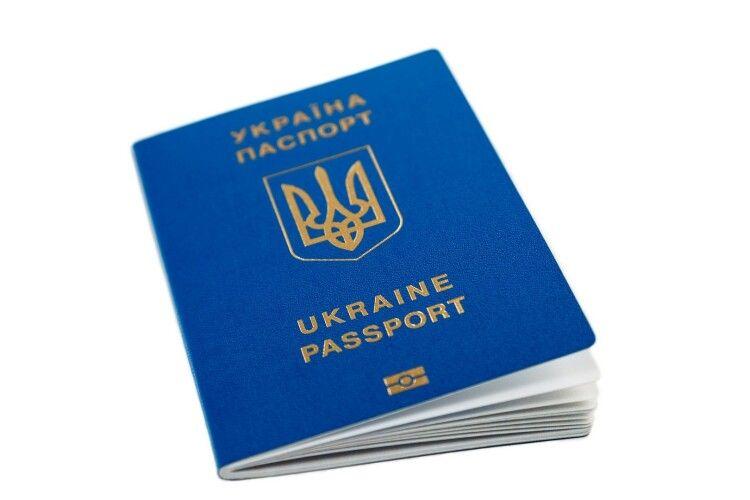 Українці з 1 березня зможуть їздити до Росії тільки за закордонними паспортами