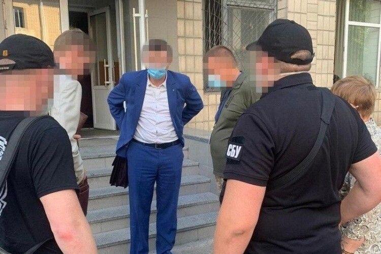 Чиновники взяли 1 мільйон гривень хабаря за постачання масок для військових