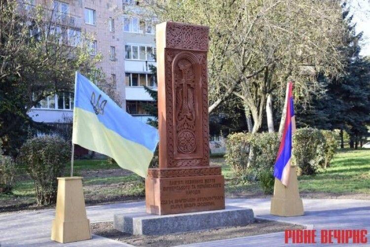 У Рівному один пам'ятник встановили, інший – пошкодили…