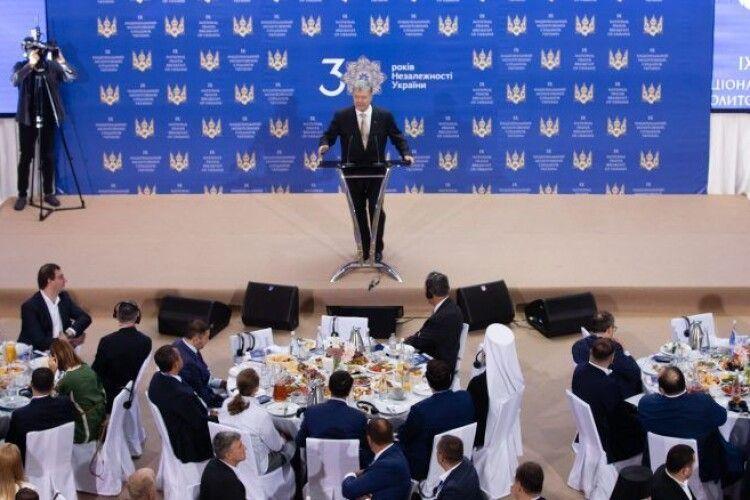 Петро Порошенко під час 9-го щорічного Молитовного сніданку: отримання Томосу про автокефалію стало духовною перемогою України