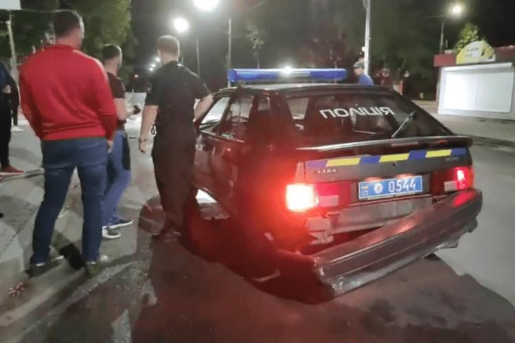 У Нововолинську водій авта з рівненськими номерами таранив машину поліції і втік (Відео)