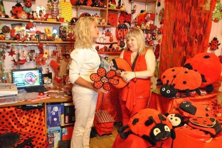 Українка потрапила до Книги рекордів Гіннеса: зібрала найбільшу в світі колекцію предметів у вигляді жуків-сонечок
