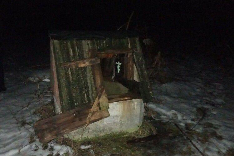 Серед ночі почули стогін: на Горохівщині селяни в колодязі знайшли понівечене тіло