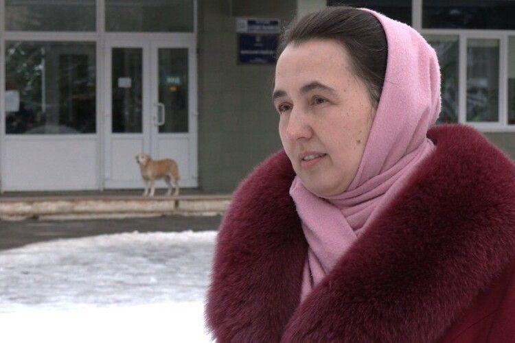 «Вдягнув маску –  поклонився сатані» – вчителька з Рівненщини, яка виграла в суді право не захищати обличчя