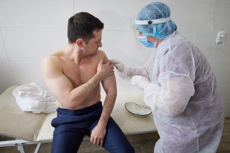 Зеленському вкололи вакцину від коронавірусу