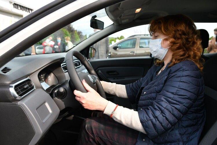На Рівненщині придбали три автомобілі для ...сімейних лікарів