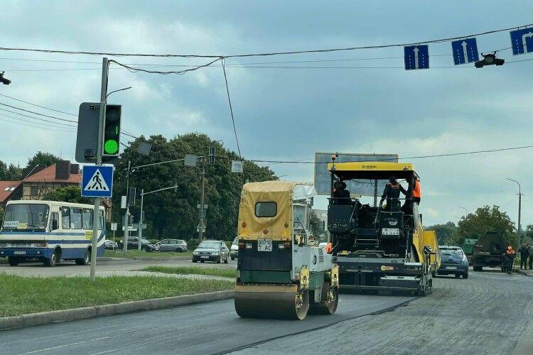 Як ремонтують найгірше перехрестя Луцька (Фото)