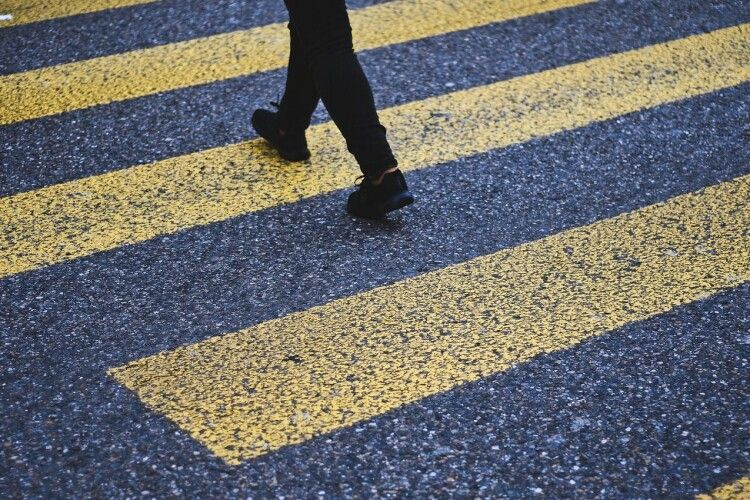 У ПДР внесли нові штрафи для пішоходів: як не залишитися винуватим, потрапивши під колеса