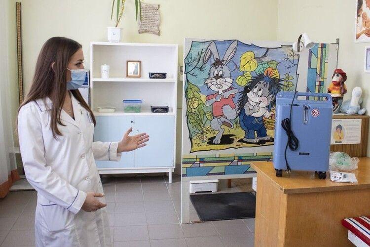 Благодійник передав кисневий концентратор у дитяче відділення Нововолинської центральної міської лікарні