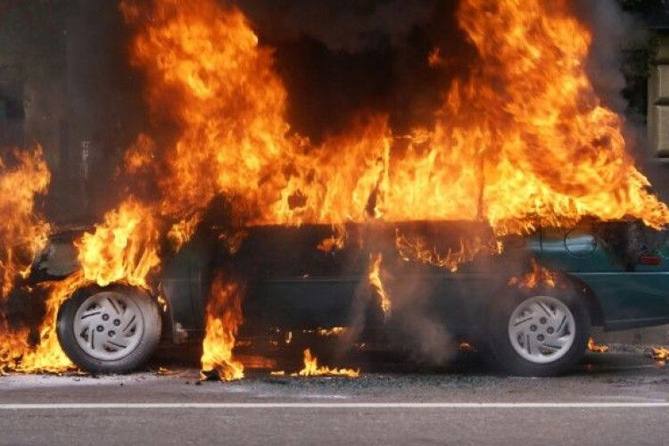 На Волині за день – чотири пожежі: горіли машини і господарські споруди