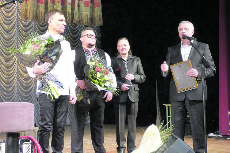 Олег Скрипка та Юрій Поліщук уЛуцьку співали заради храму, де воскресатиме віра, розстріляна війною