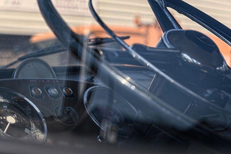 Вантажівка розчавила легковик: тіло загиблого водія вирізали (Фото)