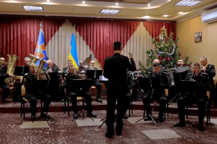 Легендарний «Щедрик» виконав оркестр луцьких нацгвардійців