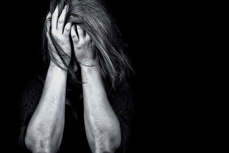 Чоловік знайшов мертвою дружину, яку змусив ночувати на вулиці (Відео)