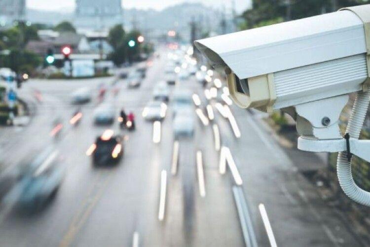 Тотальний контроль: на дорогах встановлять ще 220 стаціонарних камер фотовідеофіксації