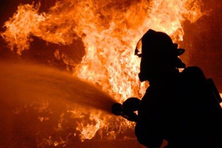 На Горохівщині знову пожежа: рятувальники намагаються приборкати вогонь