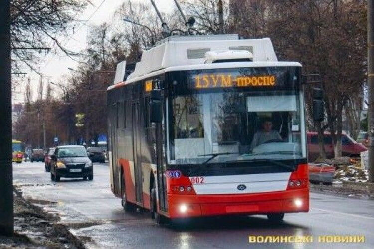 У Луцьку перефарбують в червоний 17 старих тролейбусів
