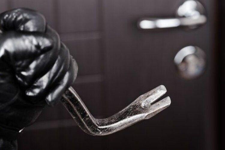 Двоє лучан попалися на крадіжці у чужій квартирі