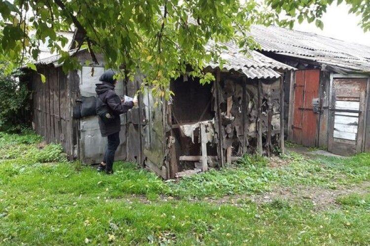 Муніципали у Нововолинську взялися за сараї і незаконні прибудови (Фото)