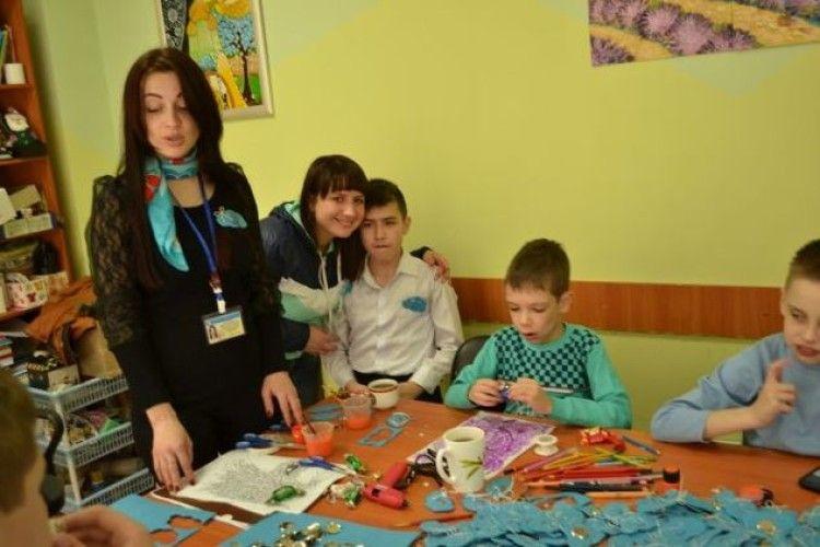 У Луцьку особливі дітки робили іграшки з фетру (фото)