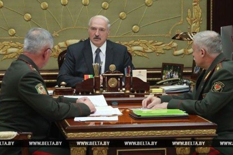 Лукашенко зібрав закрите засідання, присвячене тиску з боку Росії