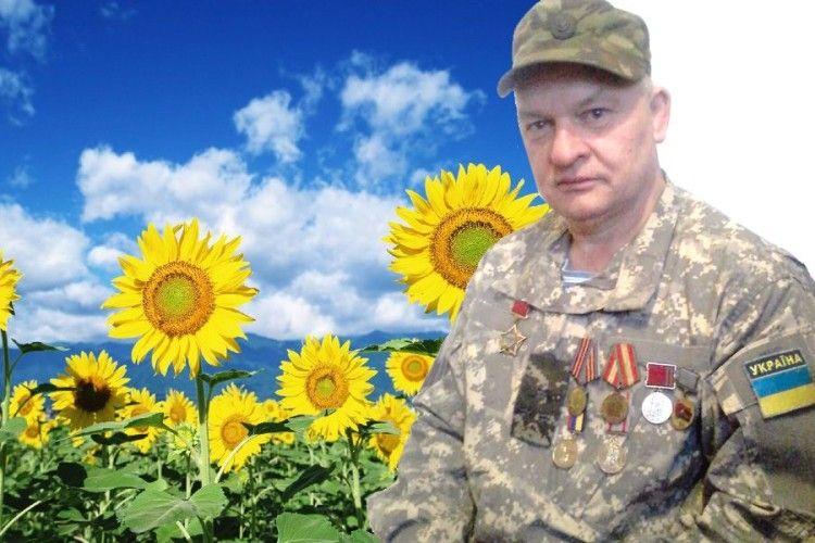 Соняшники йому довго нагадуватимуть війну