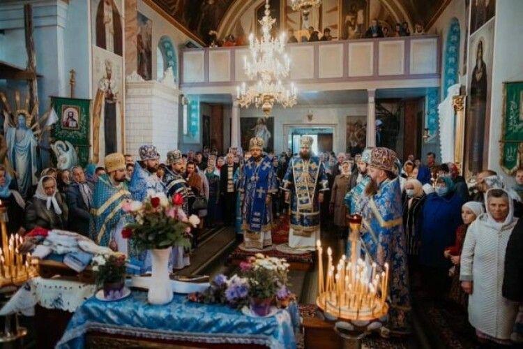 На Рівненщині вшанували ікону, яка «допомагає народити дитину»