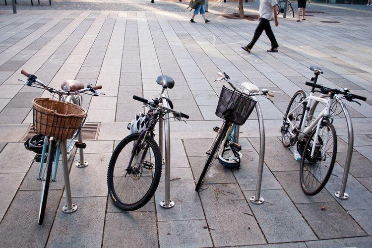 На території нововолинської гімназії з'явилася велостоянка на 20 місць